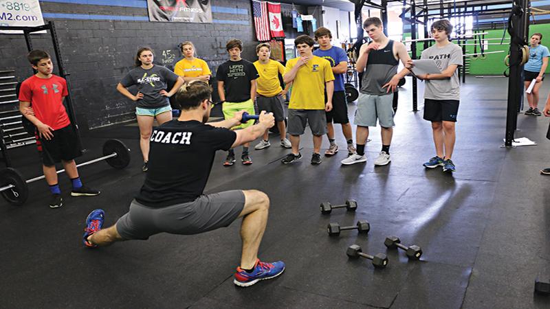 運動単位の動員を増やし、競技能力を上げるには大脳の興奮水準を高めるトレーニングが重要になる(大脳の興奮水準が高ければ高いほど、発揮される筋力は大きくなる)
