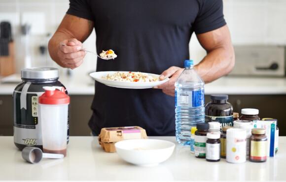 エネルギー生産と三大栄養素(炭水化物と脂肪がエネルギー源、タンパク質は身体の構成成分)