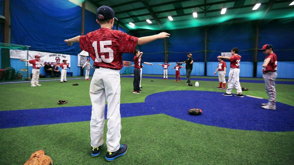 投球の運動連鎖(姿勢が悪いと肩の運動が制限され肘下がりになる:野球肩・野球肘のリスク大)