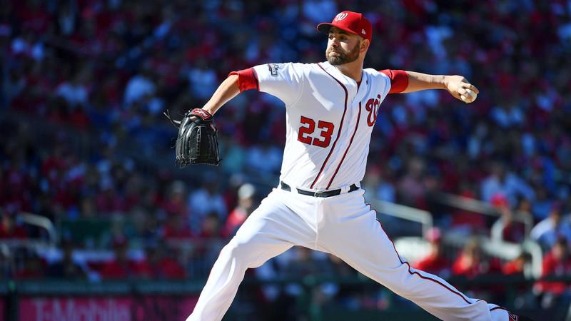 踏み出し足の接地局面における肩関節の内旋角度が大きい投手は、肩のインピンジメントと肘内側の障害を起こすリスクが高くなる