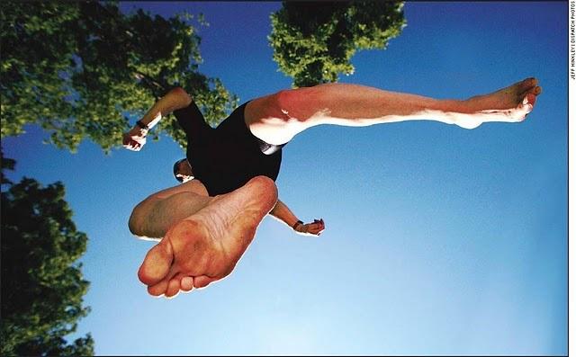 ベアフットランニングとショッドランニングのバイオメカニクス的差異