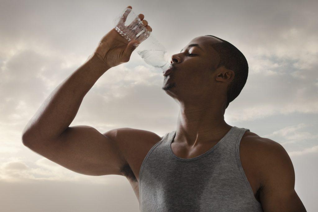 個人の発汗率と水分補給に影響を及ぼす因子