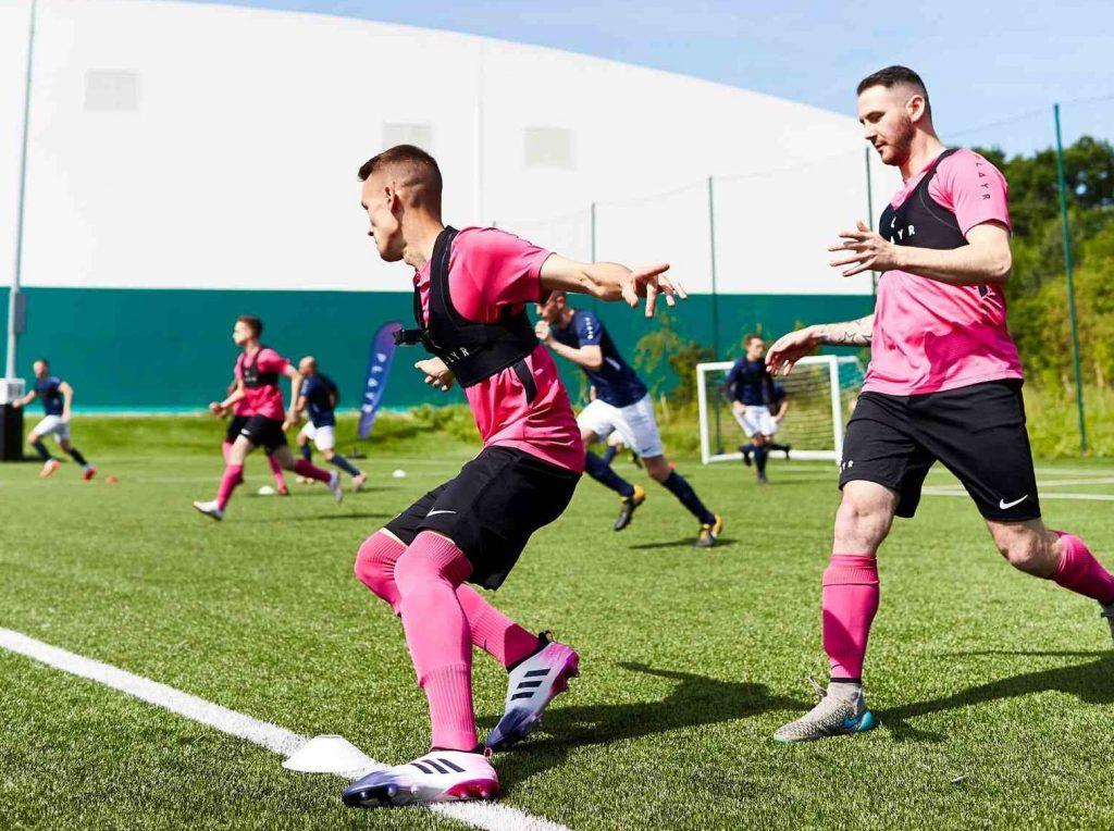 サッカーのパフォーマンスと生理学的変数が強い相関関係を示す